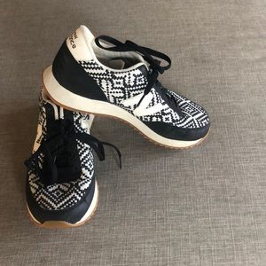 New balance black and white knit 501s